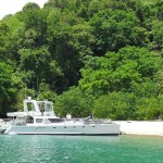 Large catamaran from Puntarenas visits Tortuga Island