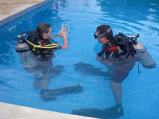 Scuba class in swimming pool